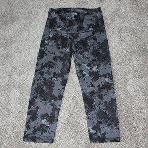 Old Navy Active Gray Black Print Capri Leggings